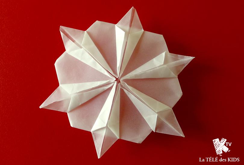 flocon origami facile d co no l la t l des kids. Black Bedroom Furniture Sets. Home Design Ideas