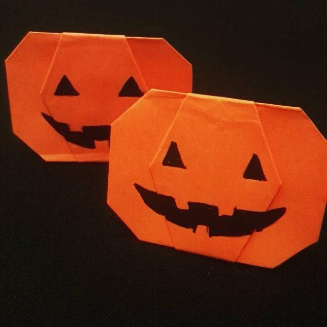Salut  tous ! Voici un origami sympa pour Halloweenhellip